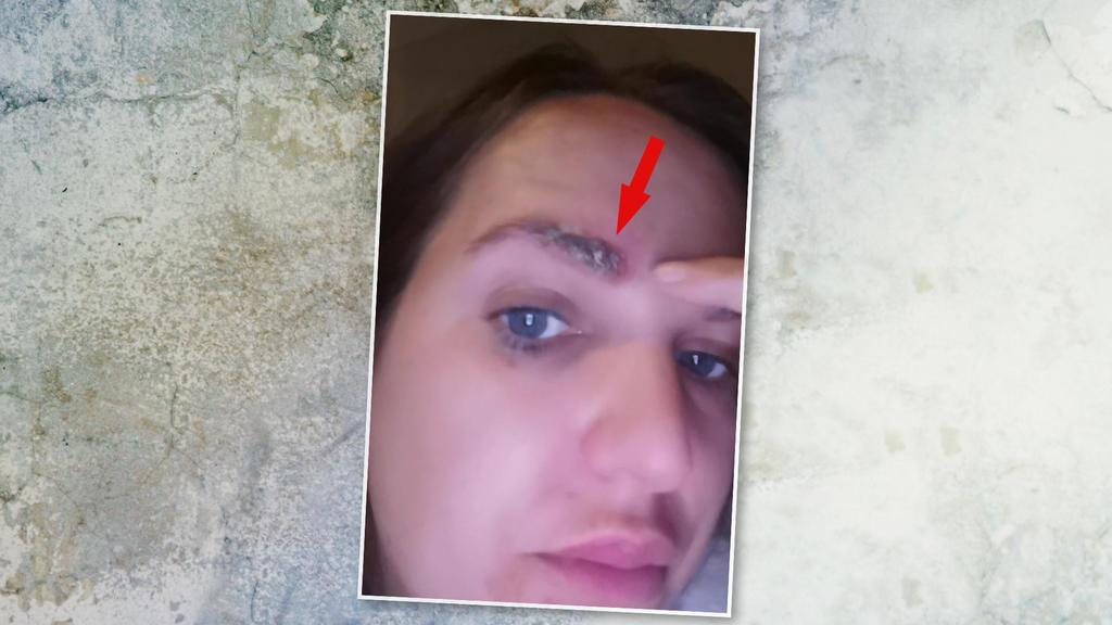 Frau fallen Augenbrauen nach Tönung ab
