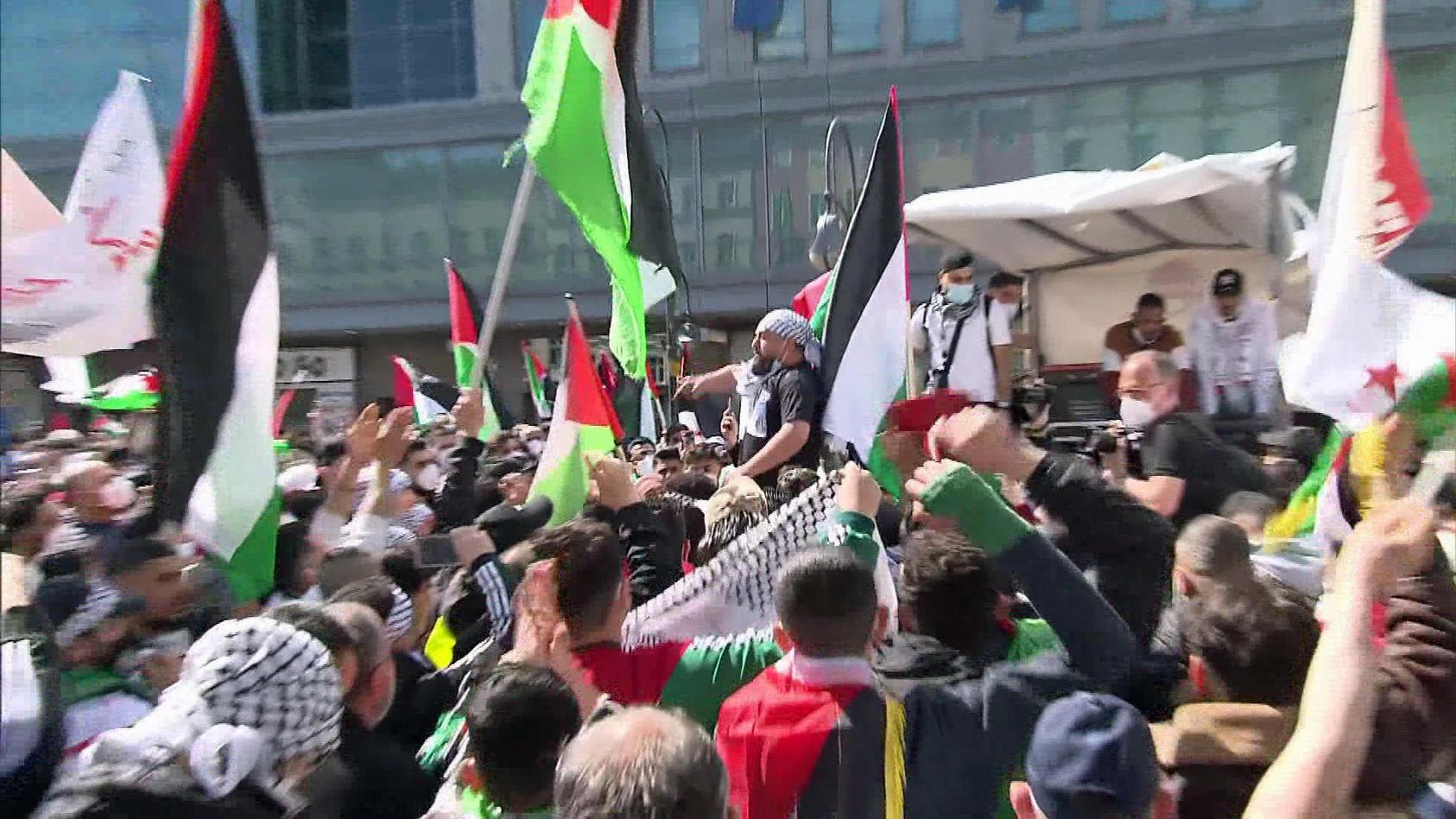 Radikale Protestierer fordern bei Demonstrationen die die Auslöschung Israels