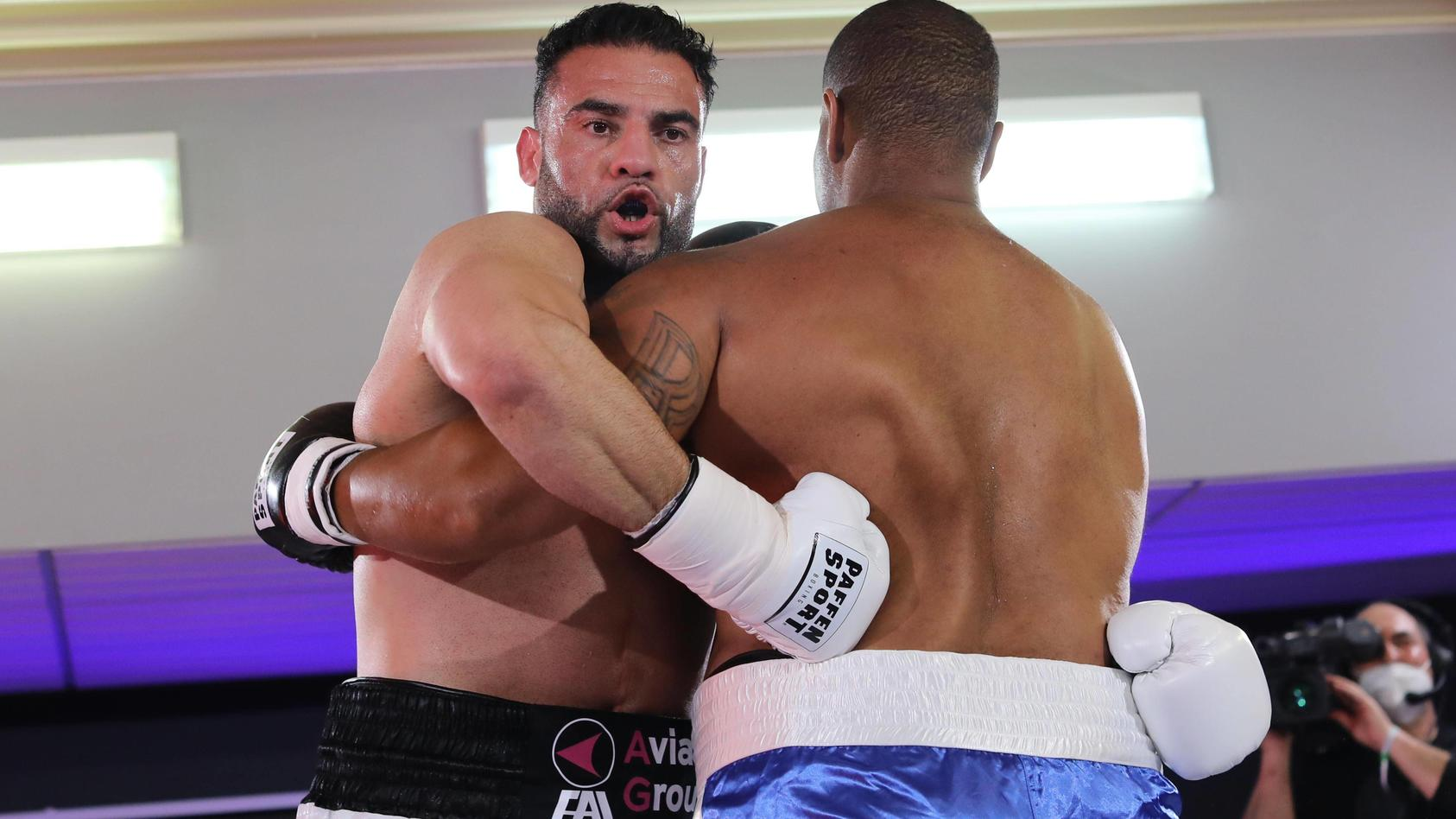 Mahmoud Charr im Kampf gegen Christopher Lovejoy