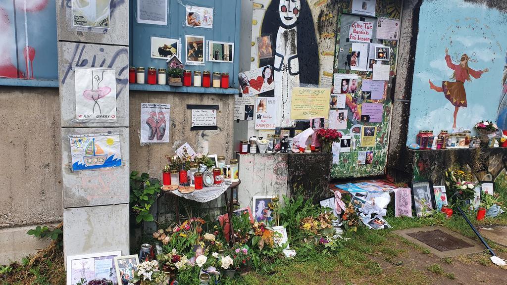 Die Mauer am Mülheimer Hafen wird zur Gedenkstätte für Barby Kelly