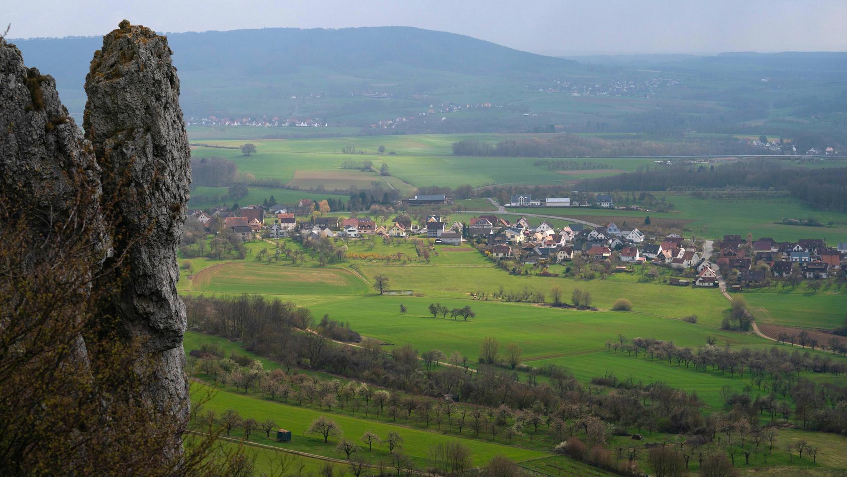 Im Landkreis Forchheim hat sich ein Mann beim Klettern schwer verletzt.