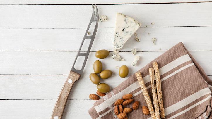 Jedes Käsemesser ist für eine bestimmte Käse-Art bestimmt.