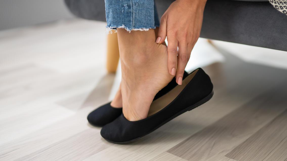 Eigentlich sind Ballerinas sehr bequem, oft reiben sie aber an den Fersen.