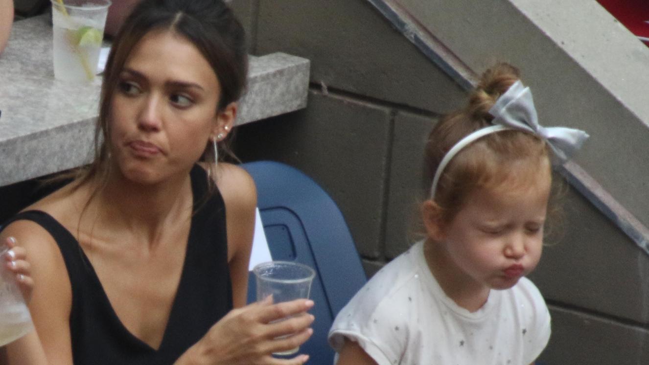 Jessica Alba mit Tochter Haven bei den Tennis US Open 2016.