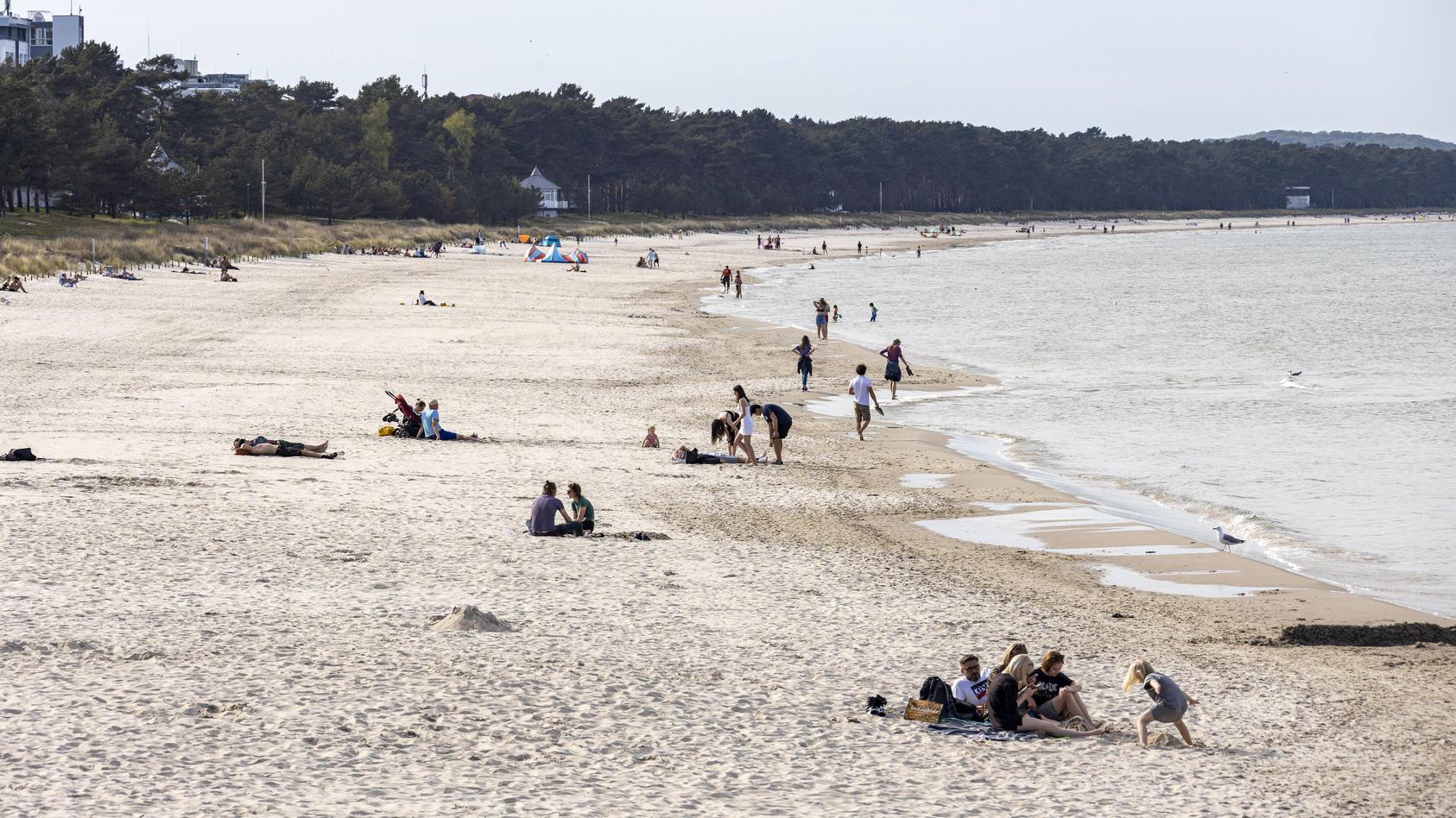 Bei Temperaturen über 20 Grad können im Ostsee-Wasser Gefahren lauern.