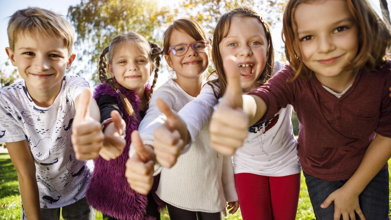 Daumen rauf - oder Daumen runter: Ist Deutschland kinderfreundlich geworden? Das sagen die Deutschen.