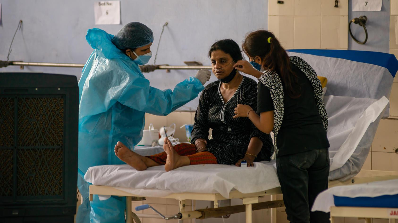In Indien kämpfen die Menschen weiter gegen die zweite Welle der Corona-Pandemie - und einer neuen Epidemie, der Mukormykose.