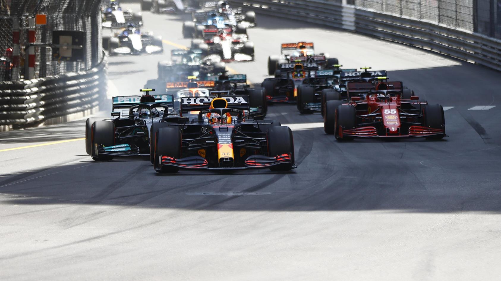 Die Entscheidung beim Monaco-GP: Max Verstappen gewinnt den Start und später auch das Rennen.