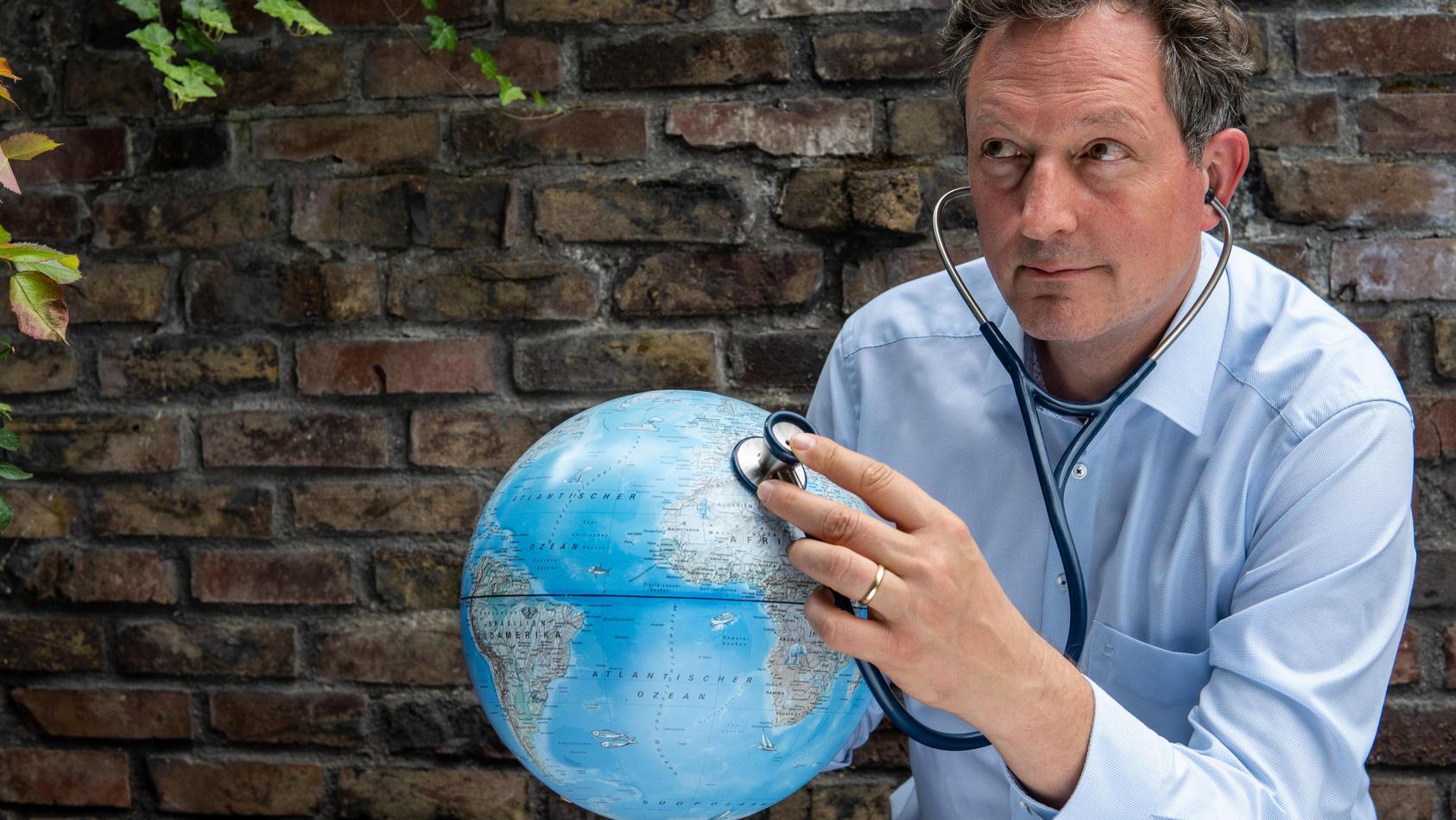 Mediziner Eckart von Hirschhausen analysiert in seinem neuen Buch die Klimakrise.