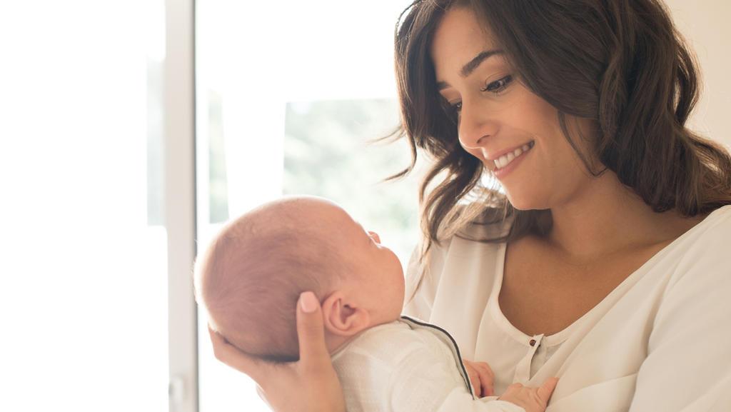 Eine glückliche Mutter mit ihrem Baby
