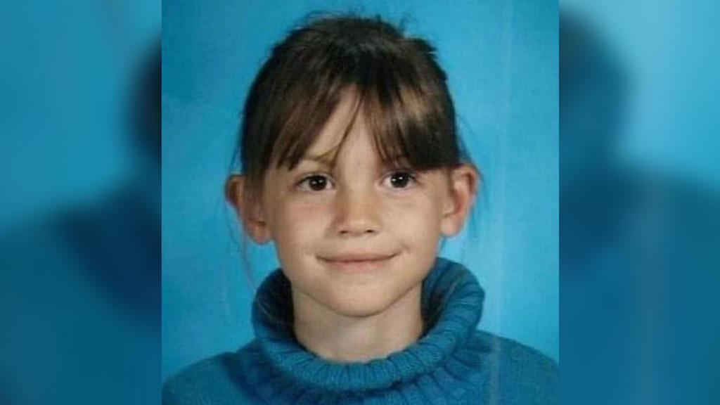 Ein Foto zeigt Lauren Midgley als Kind mit braunen Haaren.