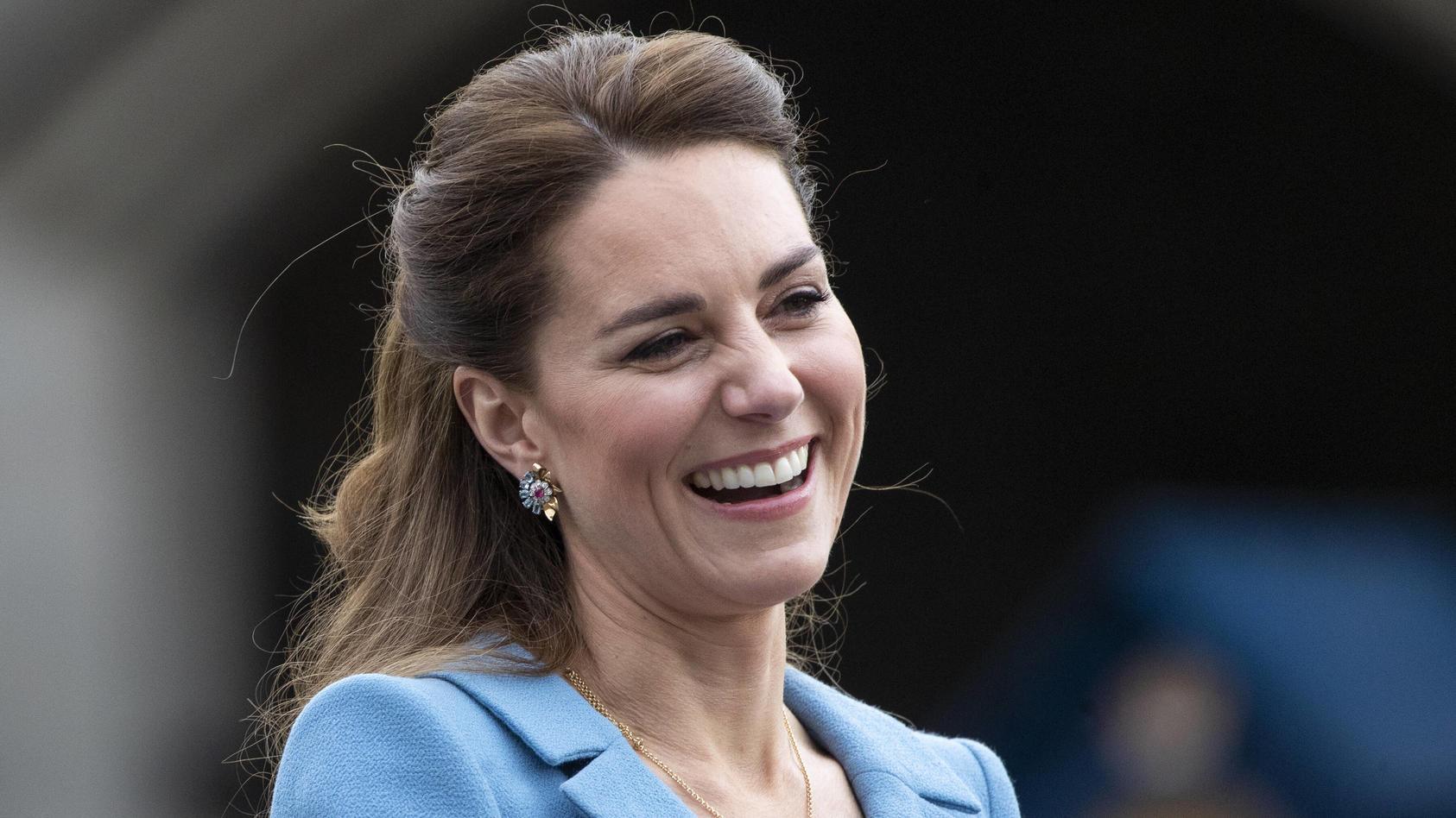 Herzogin Kate zeigt sich lässig-schick beim Impftermin.