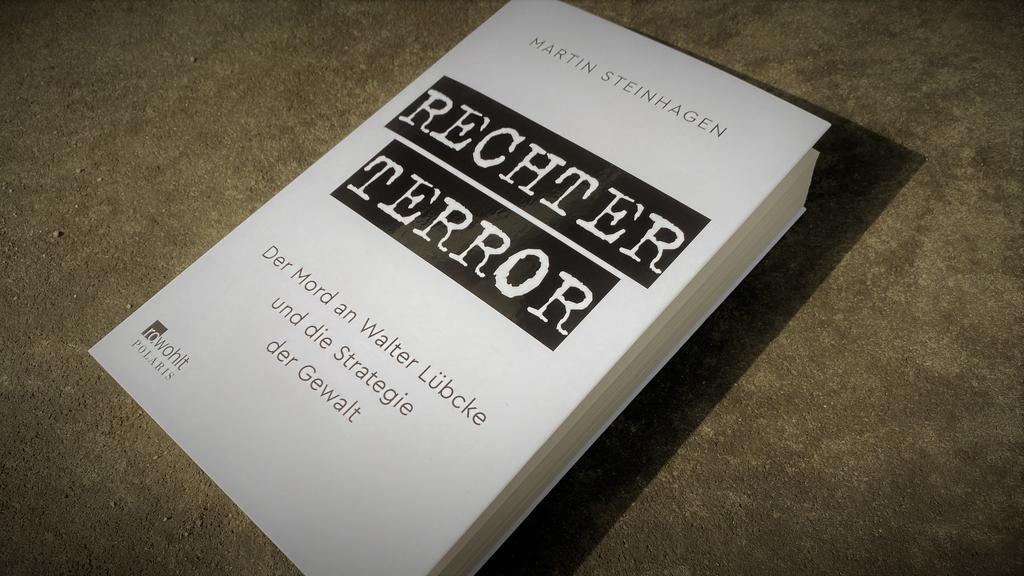 """Das Buch """"Rechter Terror"""" von Martín Steinhagen fasst die Strukturen der rechtsextremen Szene und deren Netzwerke zusammen."""