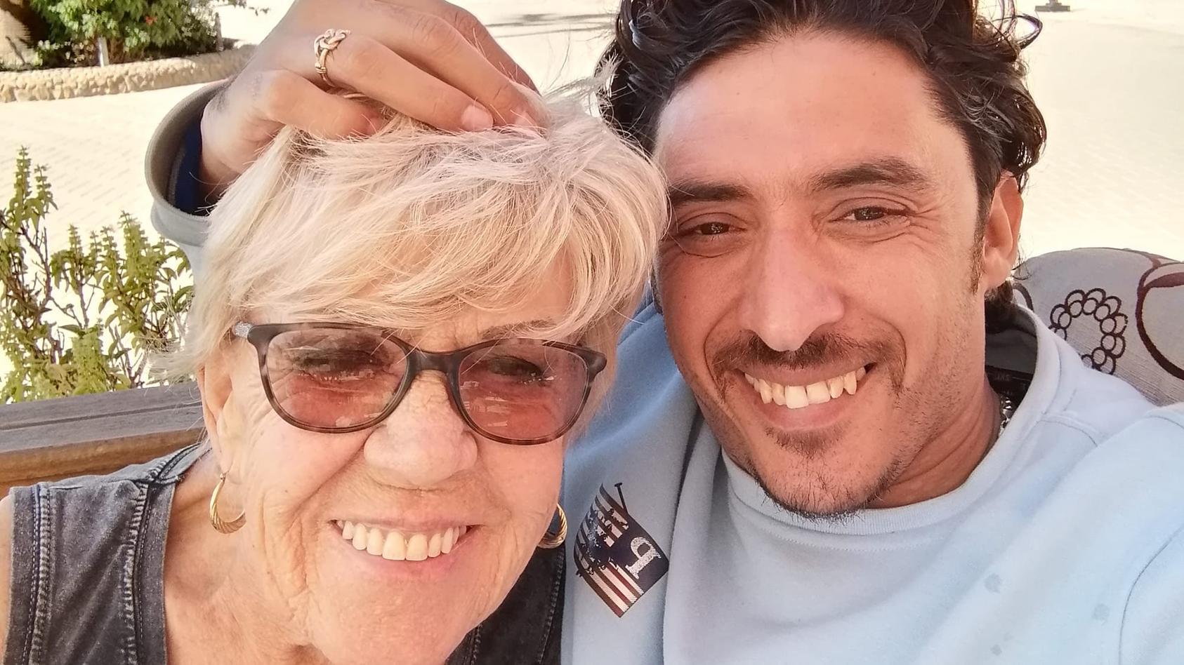 Trotz großem Altersunterschied: Iris Jones und ihr Ehemann Mohamed Ahmed Ibriham sind ein Herz und eine Seele.