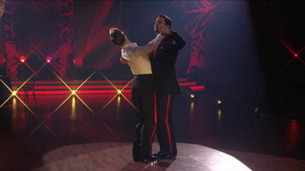 Nicolas Puschmann und sein Tanzpartner legen los mit dem Tango!