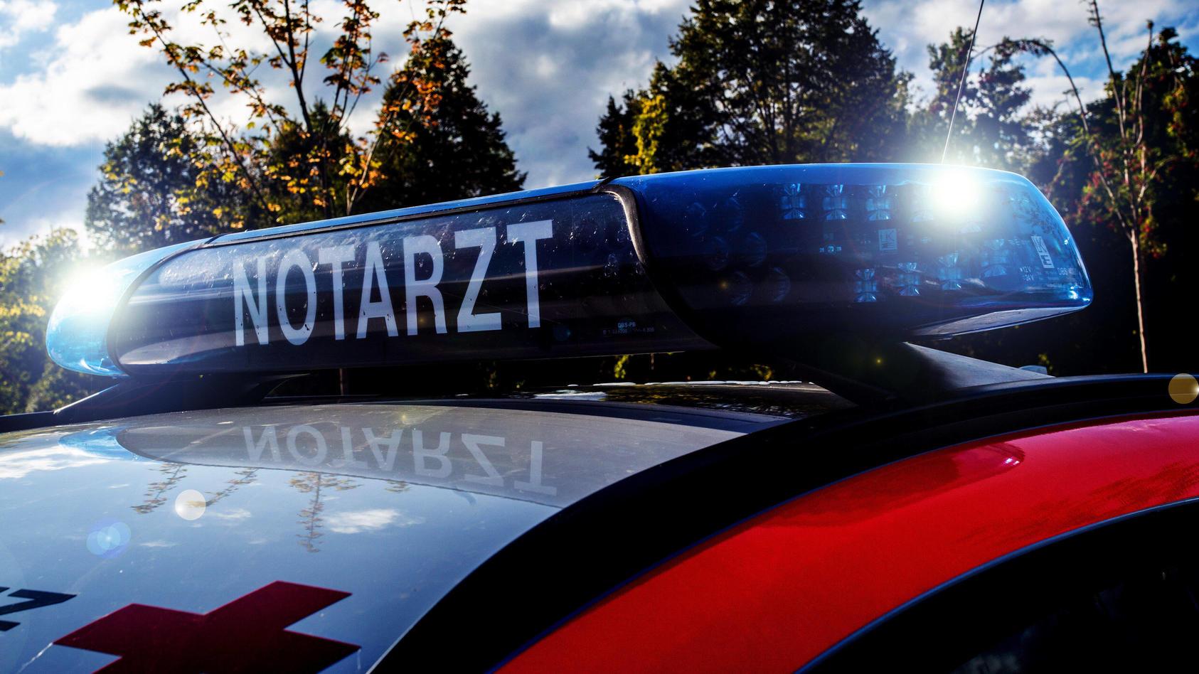 In Radeberg in Sachsen ist ein Siebenjähriger bei einem Unfall mit einem Lkw tödlich verletzt worden. (Symbolbild)