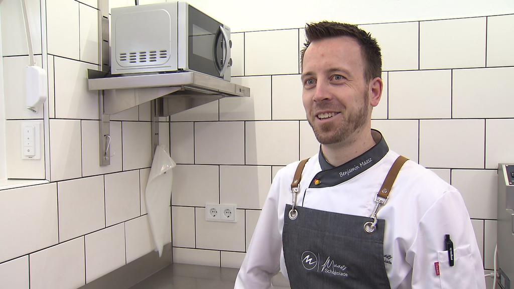 Patissier Benjamin Maasz in seiner Küche in Waldsolms.