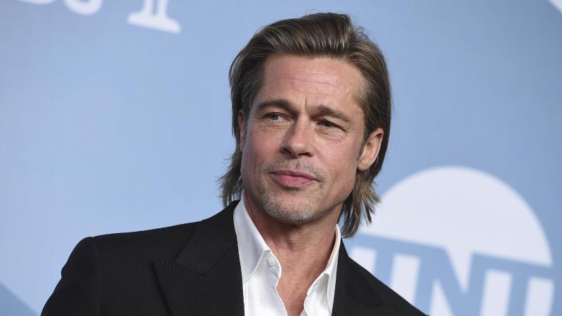 """Brad Pitt kann sich für den Film """"Babylon"""" über prominente Unterstützung freuen. Foto: Jordan Strauss/Invision/AP/dpa"""