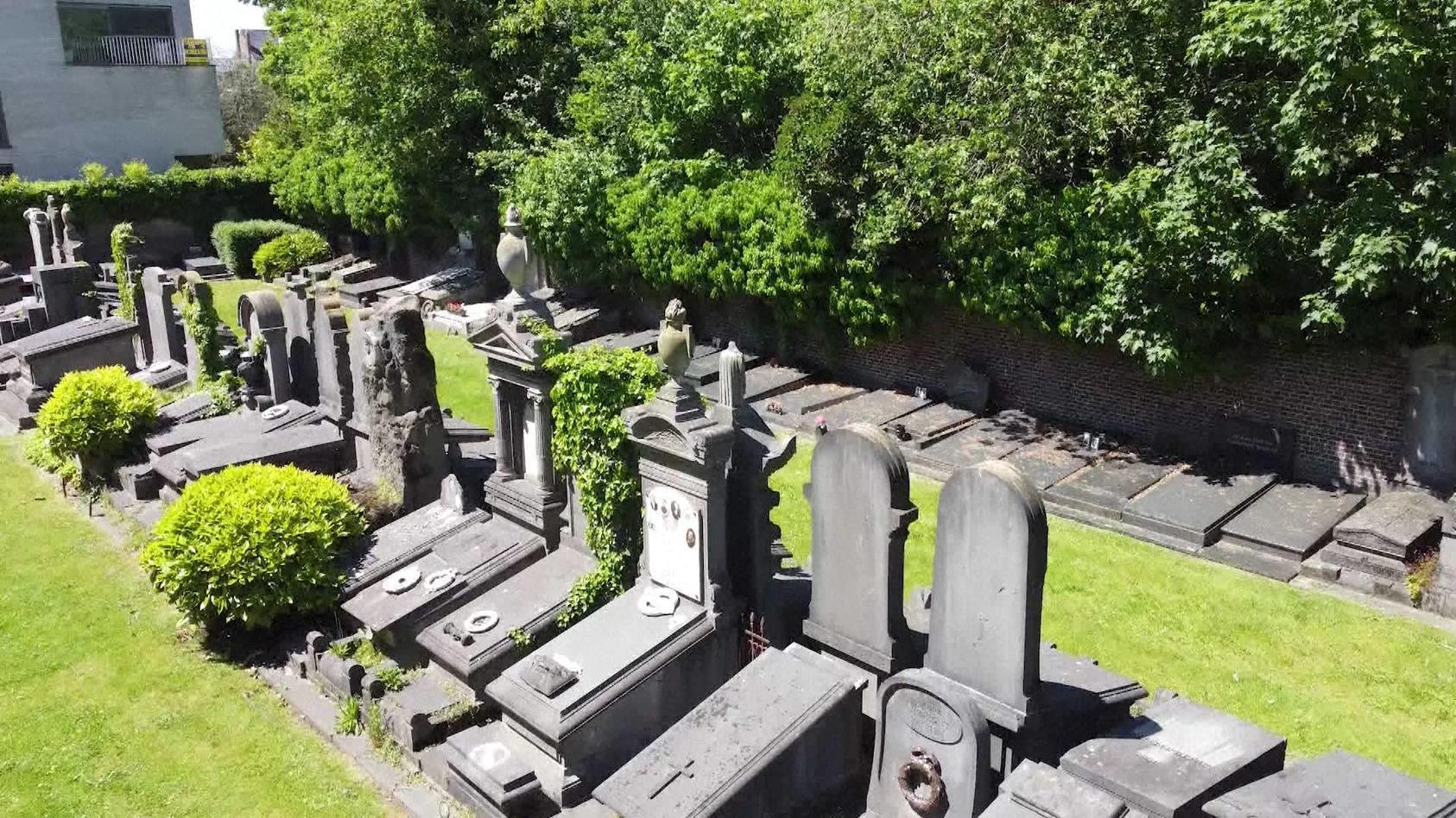 Auf dem Westerbegraafplaats Friedhof in Gent (Belgien) ist eine 14-Jährige Opfer einer Gruppenvergewaltigung geworden.