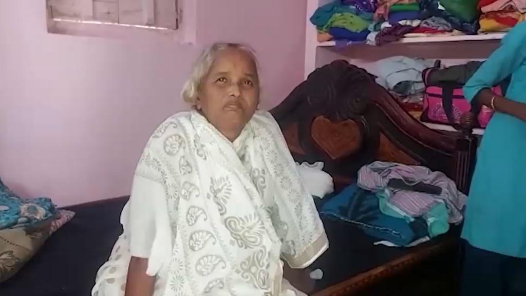 Mutyala Girijamma wusste nichts von ihrem eigenen Tod und ist sauer, dass ihr Mann sie nicht aus dem Krankenhaus abgeholt hat.