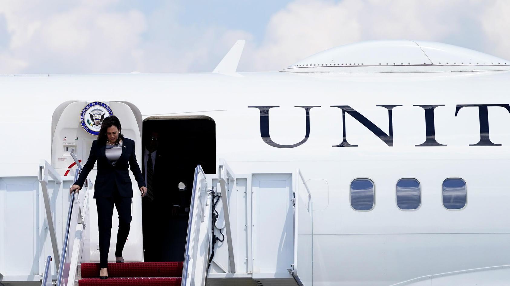US-Vize Kamala Harris reist nach Guatemala - allerdings mit Startschwierigkeiten.