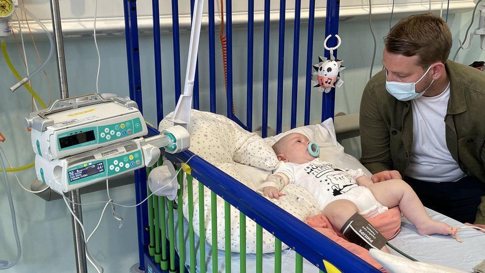 Der fünf Monate alte Arthur Morgan erhielt Ende Mai die rettende Zolgensma-Infusion.