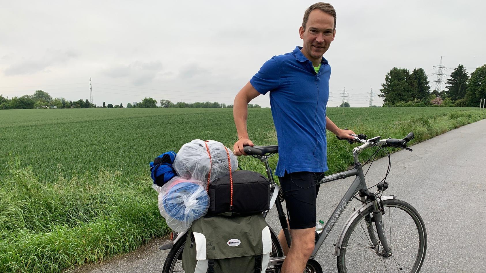 Unser Kollege Cord macht eine einwöchige Radtour durch Hessen - dabei filmt er sich selbst mit dem Handy.