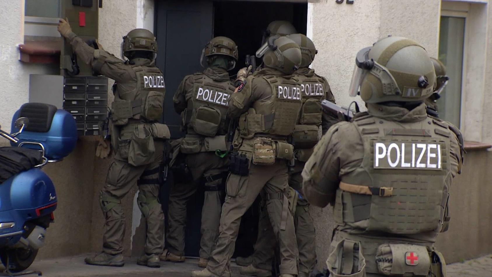 Das Spezialeinsatzkommando (SEK) des Frankfurter Polizeipräsidiums wird aufgelöst. (Archivbild)