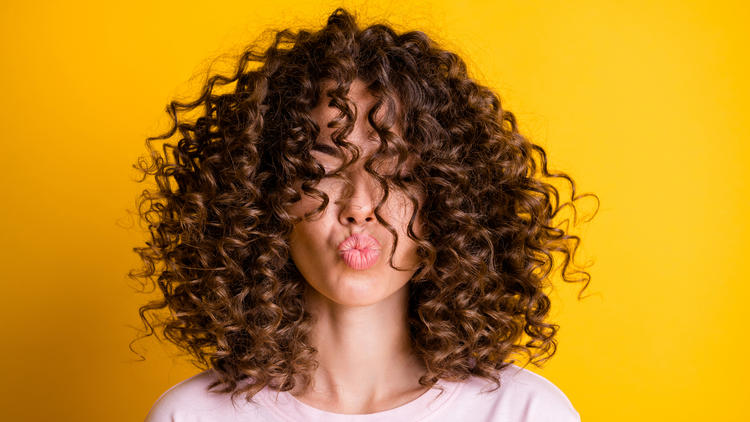Curly-Girls, aufgepasst - Definierte Naturlocken: So klappt's