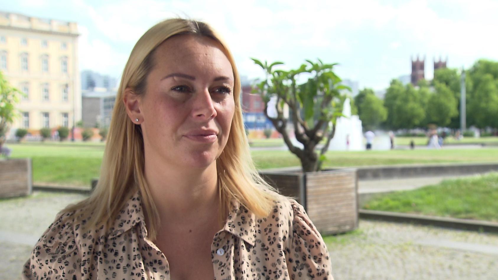 Influencerin Julia Holz ist es wichtig, offen über ihre Krebserkrankung zu sprechen