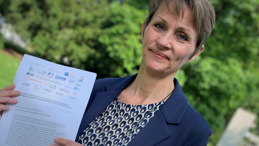 Elternbeirätin Rafaela Hartenstein aus Frankfurt hat den Offenen Brief an den Kultusminister mit unterzeichnet.