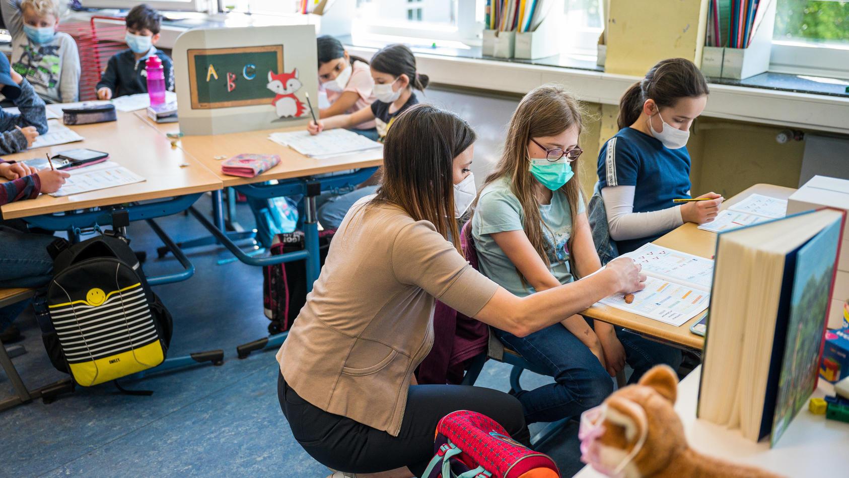 Präsenzunterricht in Grundschule (Symbolfoto)