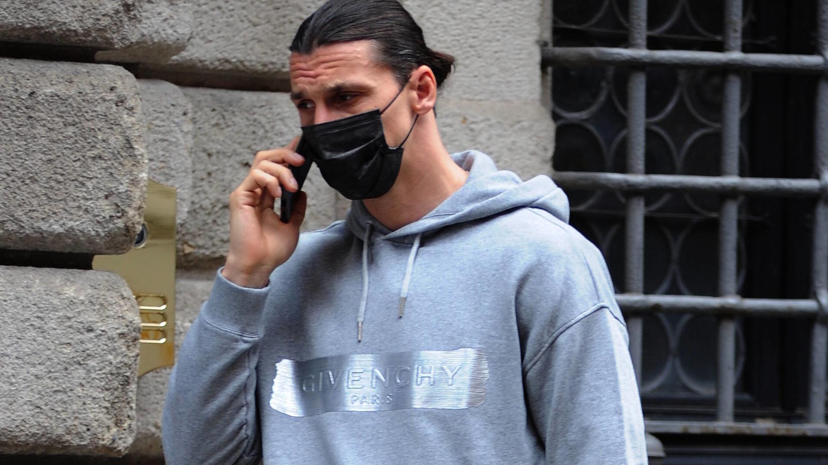 Zlatan Ibrahimovic kann wegen einer Knieverletzung nicht an der EM teilnehmen.