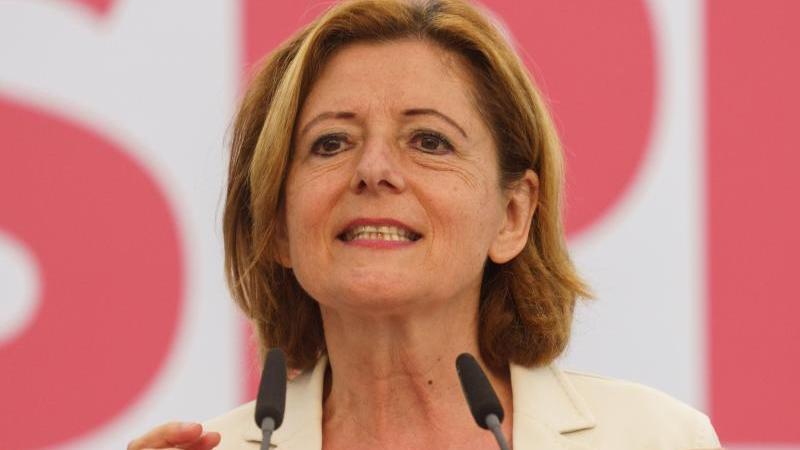 Ministerpräsidentin Malu Dreyer (SPD) spricht beim Landesparteitag der SPD. Foto: Frank Rumpenhorst/dpa/Archivbild