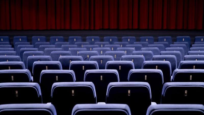 Ein leerer Kinosaal. Foto: Christoph Soeder/dpa/Archivbild