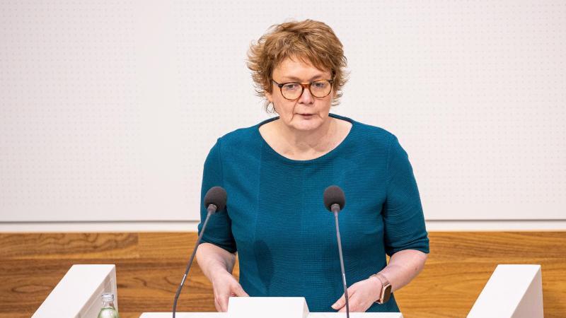 Daniela Behrens (SPD), Ministerin für Gesundheit in Niedersachsen, spricht. Foto: Moritz Frankenberg/dpa/Archivbild