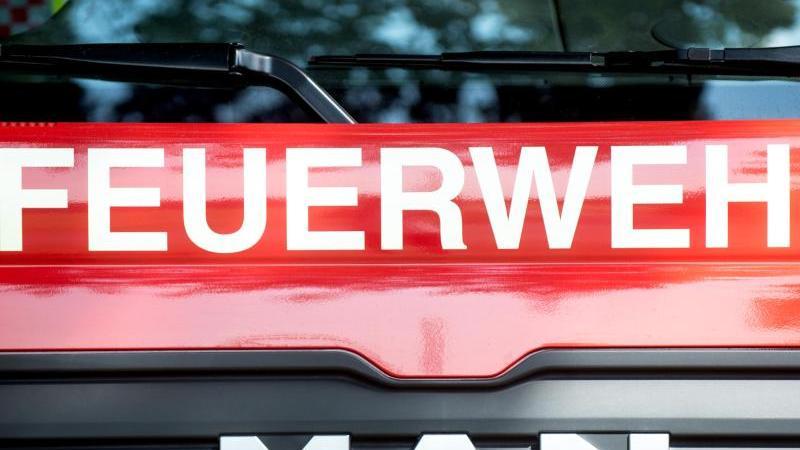 Ein Fahrzeug der Feuerwehr. Foto: Hauke-Christian Dittrich/dpa/Symbolbild