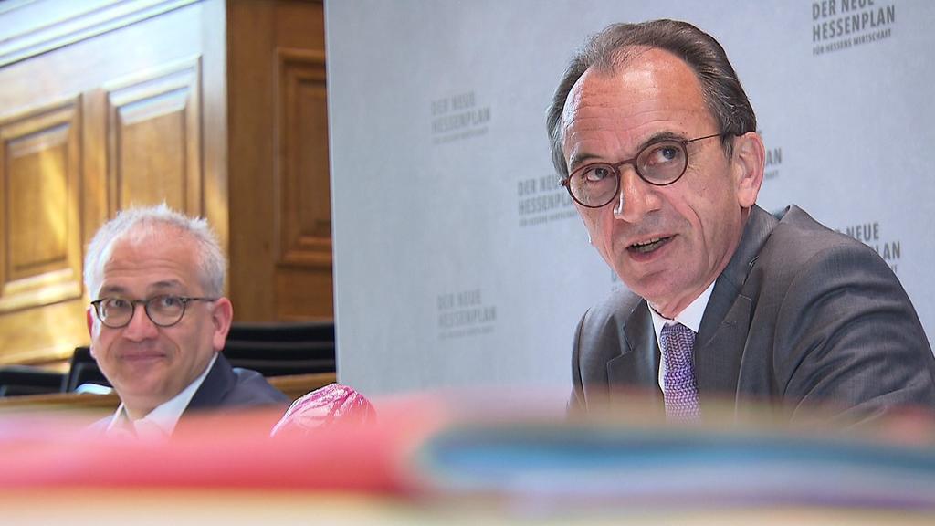 Die Minister Tarek Al-Wazir und Michael Boddenberg sind mit den Hilfsprogrammen in Hessen zufrieden. Wiesbaden. 11.06.2021