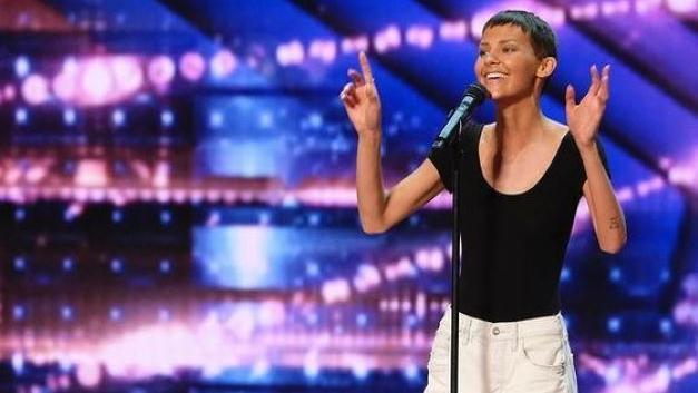 Sängerin Jane Marczewski bekommt einen goldenen Buzzer für ihren Auftritt bei America's Got Talent.