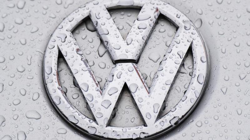 Die Daten von Millionen VW-Kunden und - Kaufinteressenten waren über ein Jahr lang im Internet zugänglich. Foto: Julian Stratenschulte/dpa