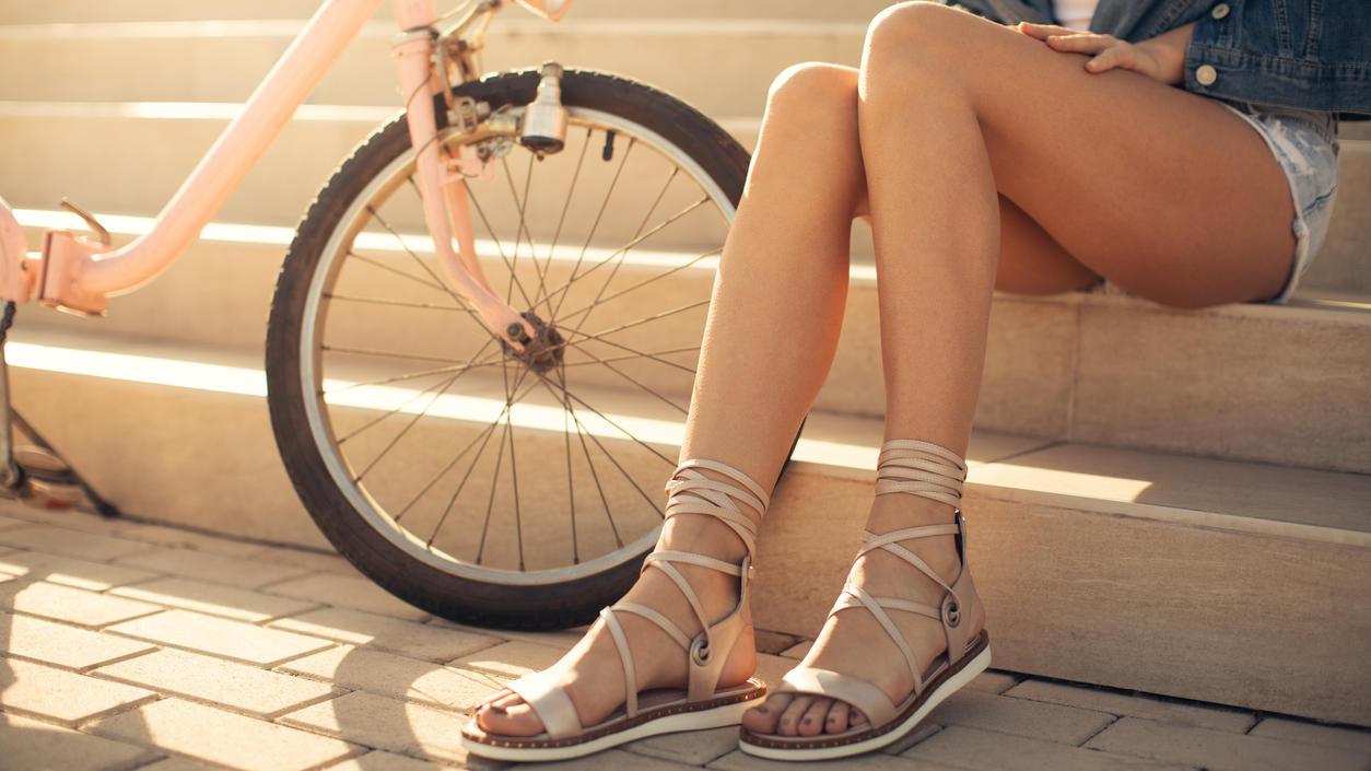 Manche Sommerschuhe zaubern lange Beine.