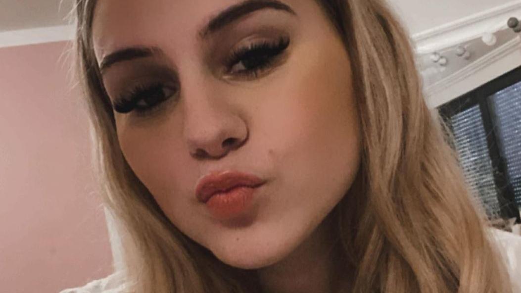 """Estefania Wollny veröffentlicht ihren neuen Single """"Leuchtfeuer"""" und bekommt dafür heiße Unterstützung im Video"""