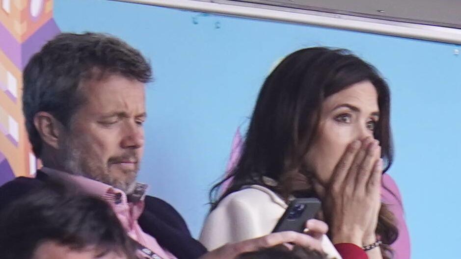 Kronprinz Frederik und Kronprinzessin Mary.  Sie saßen beim EM-Länderspiel zwischen Dänemark und Finnland im Kopenhagener Stadion, als Eriksen zu Boden ging.
