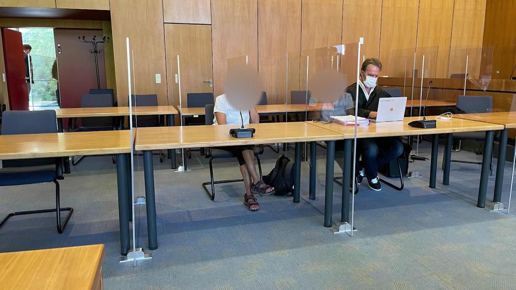 Sabine L. muss sich am Landgericht Hildesheim wegen Misshandlung von Schutzbefohlenen mit gefährlicher Körperverletzung verantworten.