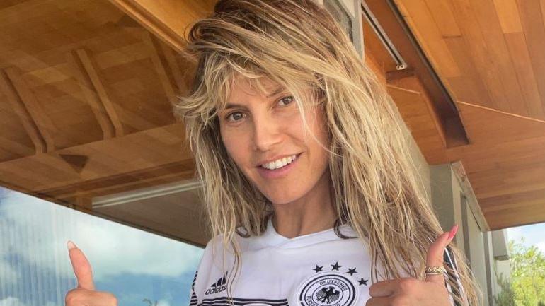 Heidi Klum drückt der deutschen Nationalelf mit einem ganz besonderen Foto die Daumen bzw. eher wohl die Brüste zu ihrem EM-Spiel.