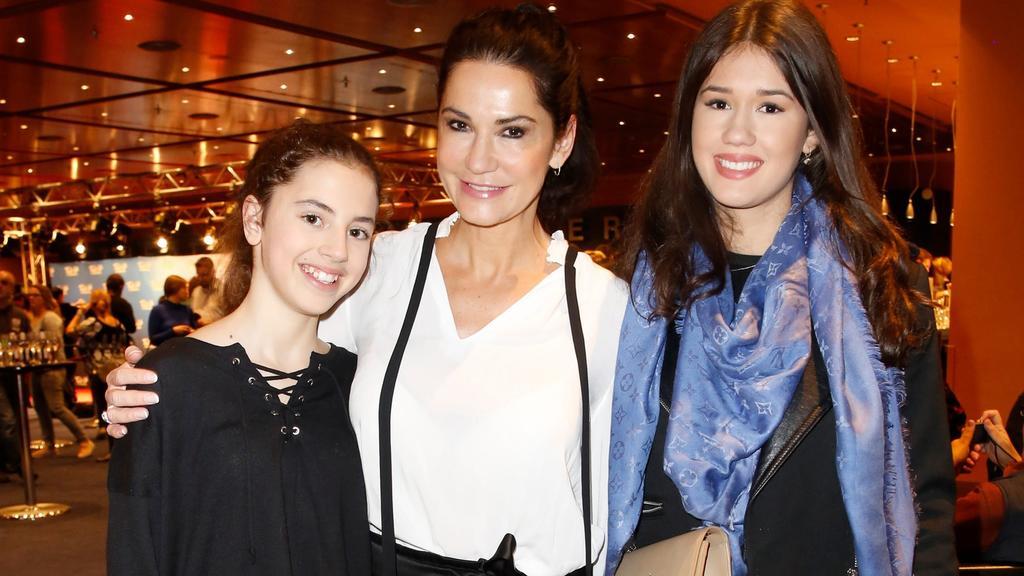 Mariella Ahrens mit ihren Töchtern Lucia (links) und Isabella (rechts) bei einem Event im Januar 2020.
