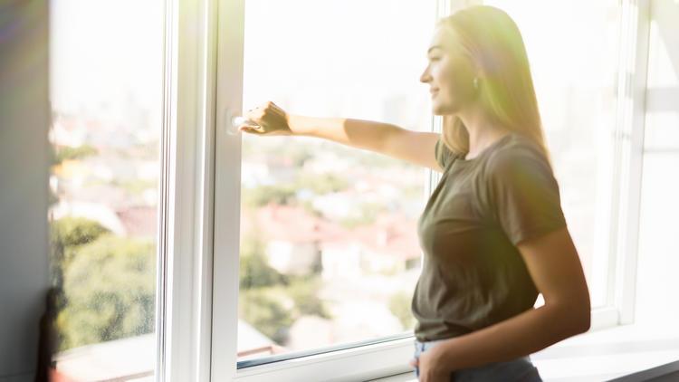 Fenster auf oder zu? - So lüftet man bei großer Hitze richtig