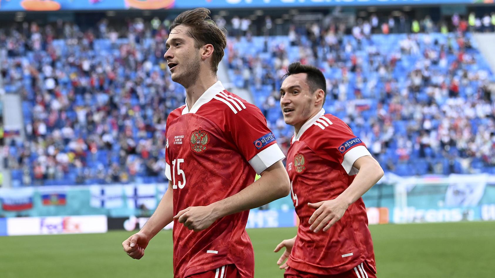 Aleksey Miranchuk (l.) erzielte das entscheidende Tor für Russland.