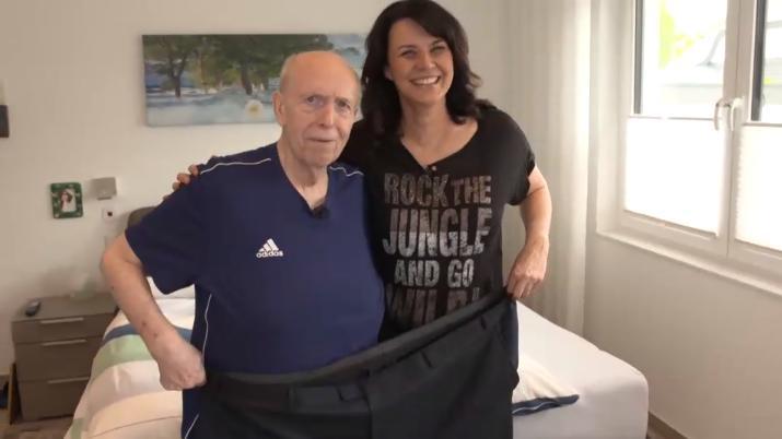 Nach seiner Abnehmreise passen Calli und Ehefrau Sylvia ZUSAMMEN in seine alte Hose.