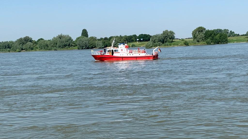 Duisburg: Feuerwehr sucht im Rhein nach vermissten Mädchen